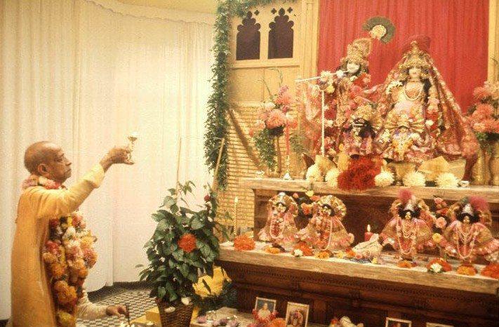 Prabhupada RK Deity worship